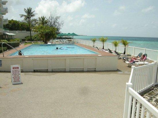 Rostrevor Hotel: Hotel poolside