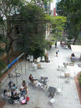 Casa das Rosas - Espaco Haroldo de Campos de Poesia e Literatura: Jardim + Café