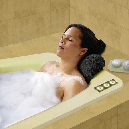 Boulevard Suites: whirlpool tub in every suite