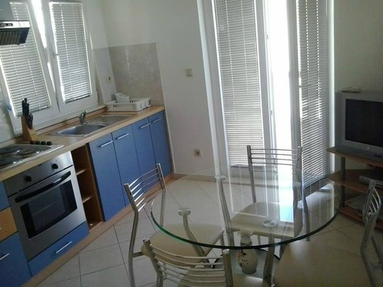 Villa Vrbat : Kitchen and dining room