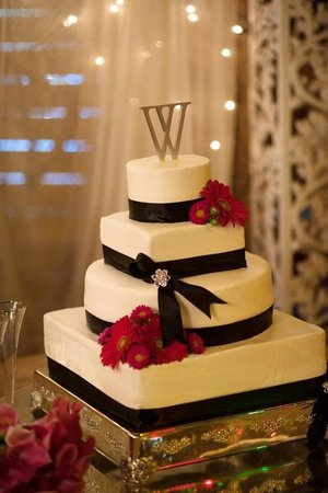 Sweet Magnolia Inn Bed and Breakfast: Custom Cakes for your special day!