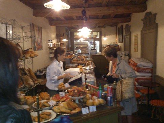 LE BOULANGER  de L'hotel de Ville : Lovely bread & cakes