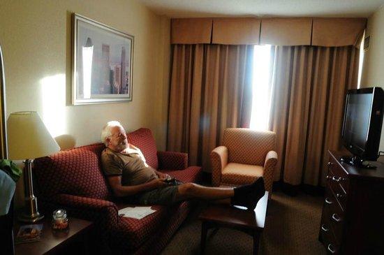 Residence Inn by Marriott Montreal Airport : Me in room!