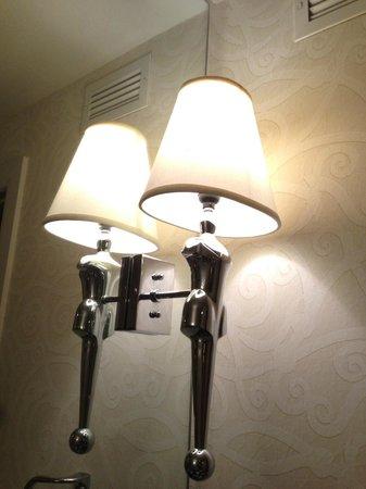 Hotel ZaZa Dallas: Bathroom sconces were a little kitschy.