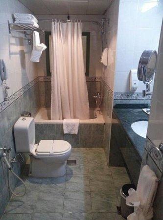 Khalidia Hotel Apartments: バスルーム