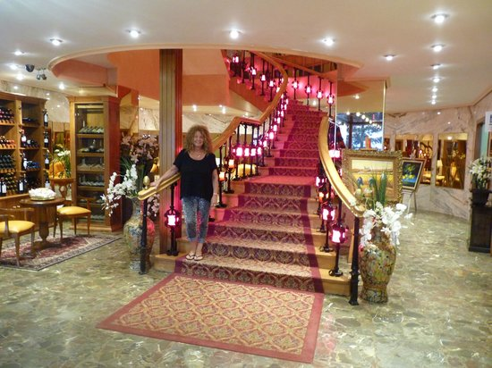 Hotel Montermoso: Coming down the magnificent staircase.