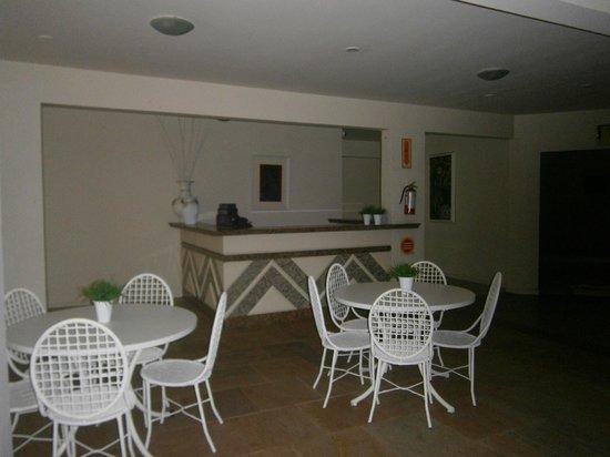 10-Praia Brava Hotel: acceso área recreativa