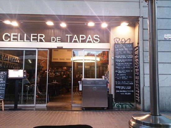 Celler de Tapas - Universitat: Exterior del restaurante-2