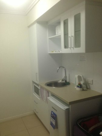 BEST WESTERN PLUS Cairns Central Apartments: Kitchen