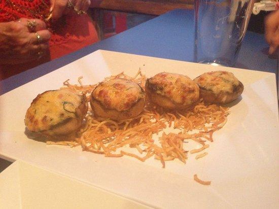 Phillippi Creek Village Restaurant & Oyster Bar : Stuffed mushrooms