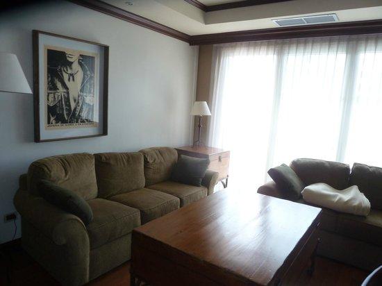 Mercure Casa Veranda Guatemala: Diese grüne Sofa ist standart. Ich habe es in über 5 Zimmern gesehen, also nicht wie im Prospekt