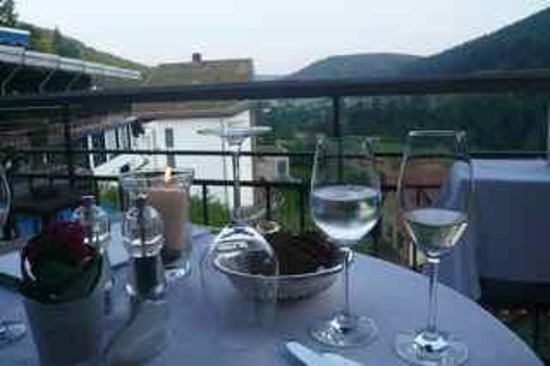 Hotel Traube Tonbach: Dining outside