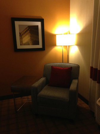 Four Points by Sheraton Edmonton Gateway: Mini living room in the room