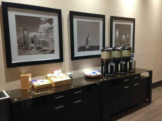 Four Points by Sheraton Edmonton Gateway : Freash coffee in the morning (free)