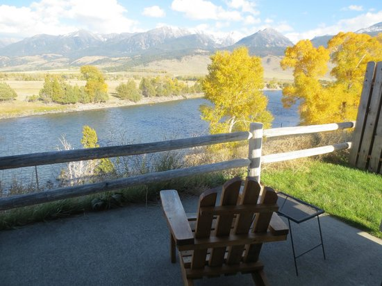 Yellowstone Valley Lodge : View from Cabin #7 in October!