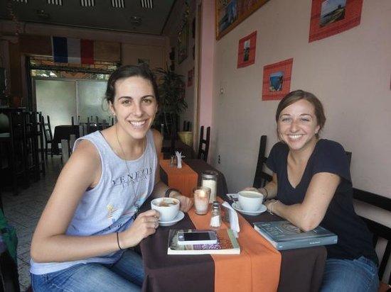 Cafe Crepes Pti' Breizh: Nuestros clientes  Crêperie Panajachel Pti' Breizh