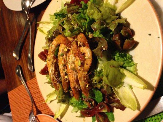 Los Aljibes de Tahiche: Ensalada de langostinos y aguacate con lima y pistacho