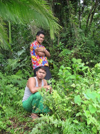 Taufua Beach Fales: The fantastic guide team of Frankie and Mene!