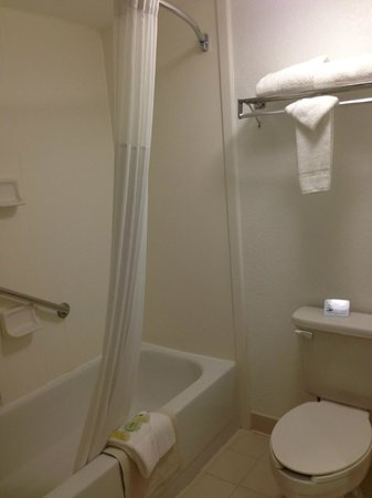 Best Western Airport Inn: El baño