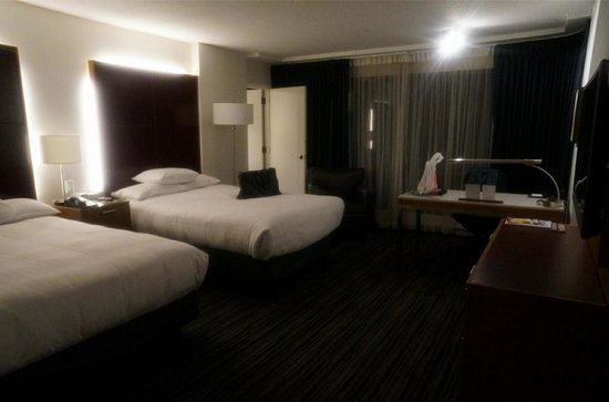 Hyatt Regency Vancouver: Double bed, bedroom.