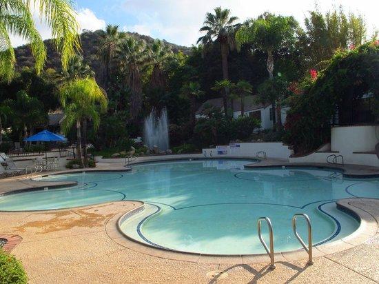Glen Ivy Hot Springs: Giant Floating Pool