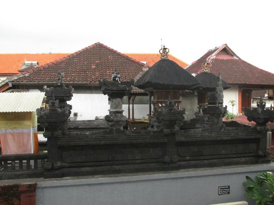 Jesen's Inn II : temples - view from room upstairs