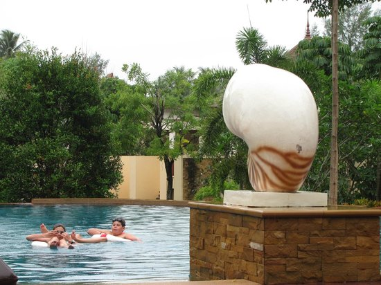 Crown Lanta Resort & Spa: Kids loved the pool, which was great for laps also.