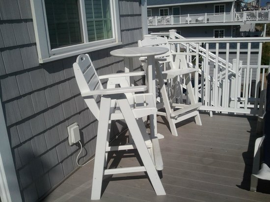 The Beachwood : Small part of large deck