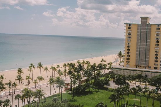 Courtyard Fort Lauderdale Beach: View from one of our windows in the corner room 11th floor