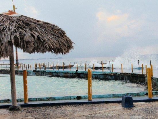 Cubanacan Comodoro: The ocean behind the wall