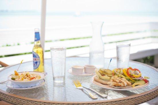 Cape Santa Maria Beach Resort & Villas: Dining with a view