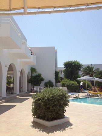 Alexandra Beach Hotel & Apartments: piscina