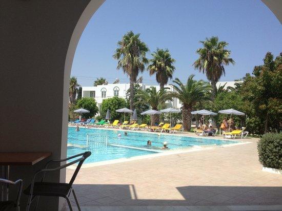 Alexandra Beach Hotel & Apartments: piscina_2