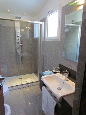 Hotel Trevi Collection: el baño muy comodo!!