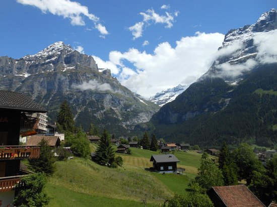 Grindelwald, Suiza: Up the mountain you go....