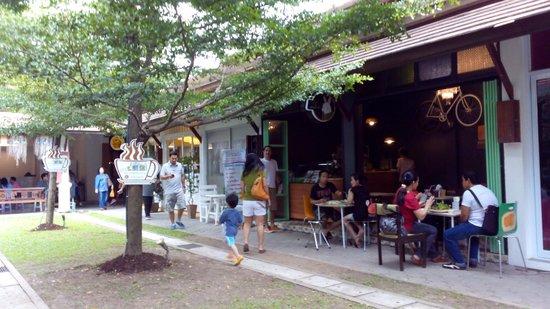 JJ Market Chiang Mai: Shops & restarants.