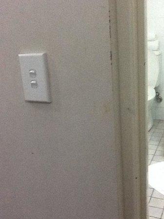 Mercure Darwin Airport Resort: cleanliness issues