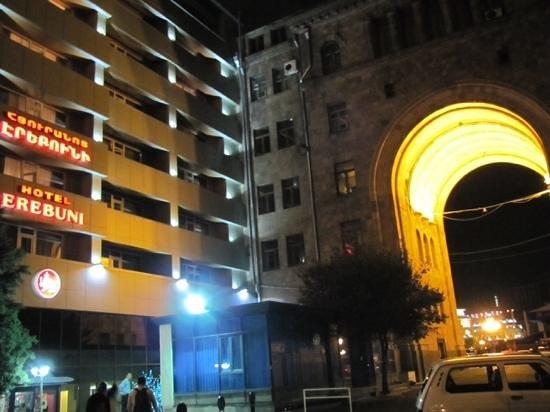 Erebuni Hotel : ubicacion central