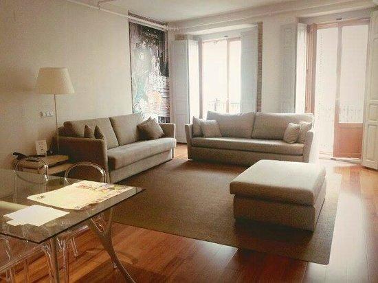 Eric Vokel Boutique Apartments - Madrid Suites: Living room