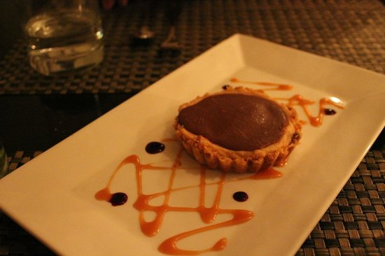 East & Main Bistro: Chocolate peanut butter tart - delicious