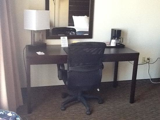 Days Inn & Suites Page Lake Powell : Desk/work area