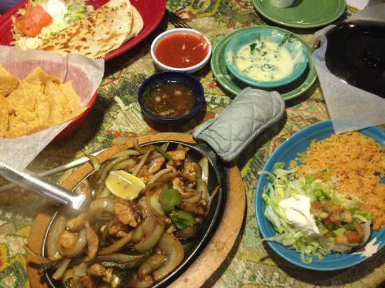 Pacho's Mexican Grill : Chicken fajitas, 2 salsas with chips, cheese dip with spinach