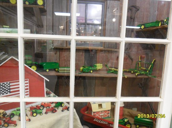 National Farm Toy Museum: Display