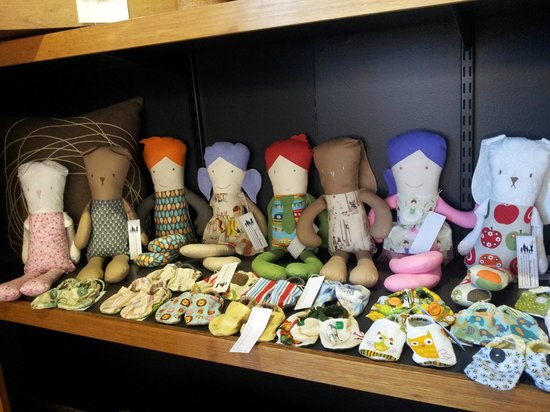 The Brown Dog: Handmade dolls and booties