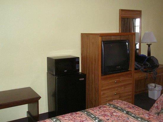 Allstate Inn: Microwave, Fridge & TV