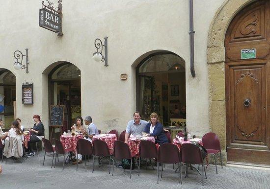 Bar Firenze: Nice table