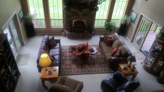 Blue Heron Inn: View of the living room area from the second floor landing