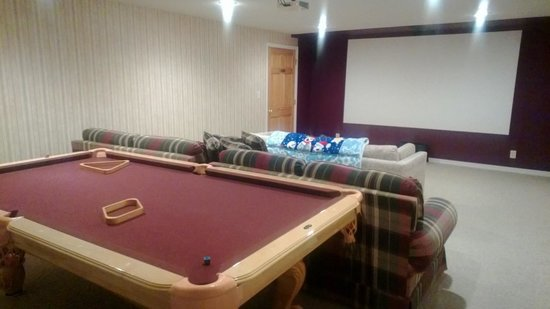 Blue Heron Inn: The theater and pool table in the basement