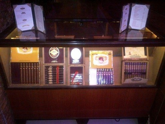 Council Oak Steaks & Seafood: Fine cigars available in the lounge