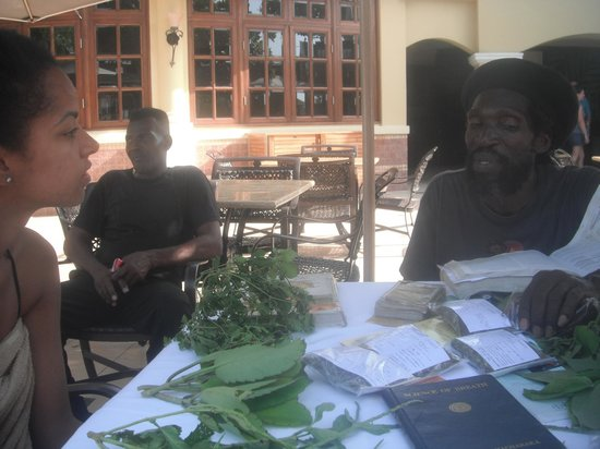 Sandals Royal Caribbean Resort and Private Island : The herbal doctor that taught us about herbs on the island
